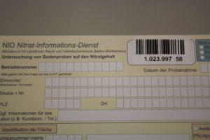 1 Etikett auf das Formular kleben